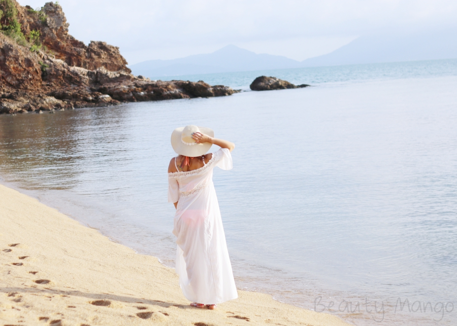 outfit-white-dress-on-mae-nam-beach
